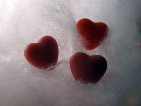profesar: Candy corazones retroiluminada en nubes de algod�n.  Foto de archivo