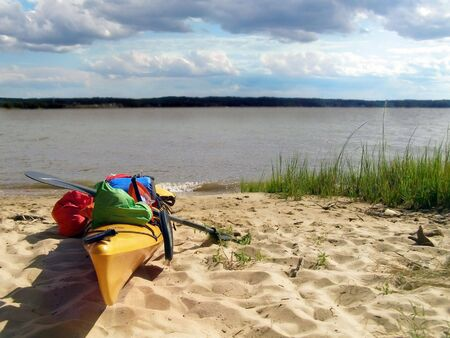 Kayak beached at Lions Camp Merrick on the Potomac River, MD. Banco de Imagens