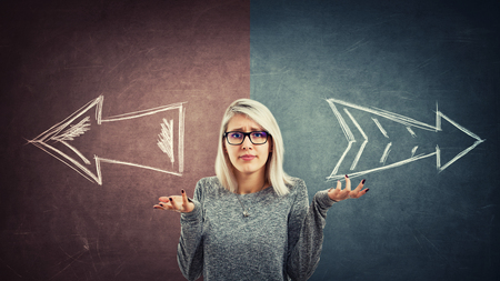Doubtful woman wear glasses over a split blackboard with arrows going in two different ways red and blue side. Correct choice between left and right, failure or success. Difficult decision concept. Banco de Imagens - 115942874