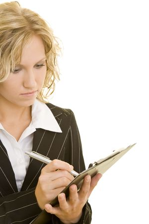 portapapeles: Blonde mujer de negocios usando un portapapeles Foto de archivo