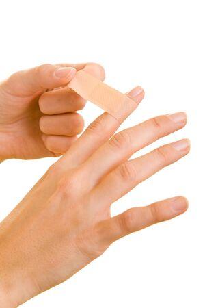 dedo                �ndice: Manos pone una cinta adhesiva en un dedo �ndice Foto de archivo