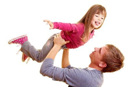 genegenheid: Vader opheffen van zijn dauther te spelen vlieg tuig Stockfoto
