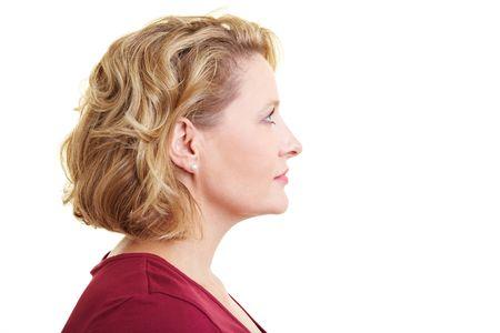 side profile: Vista di profilo di una donna che cerca di destra