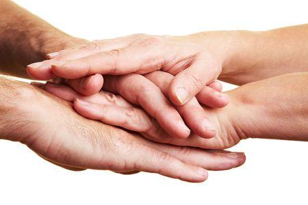 Zwei Menschen, die Ihre Hände oben Stapeln