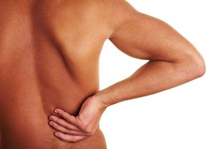 dolor de espalda: Hombre sosteniendo su mano a su espalda lesionada