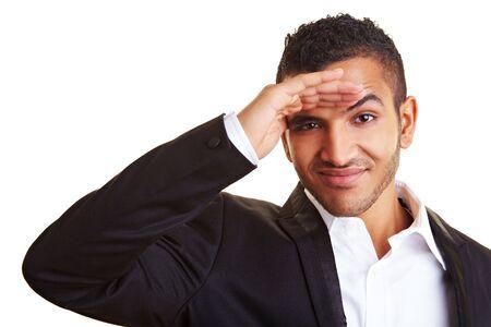 descubridor: Hombre de negocios de jóvenes que se buscan en la distancia