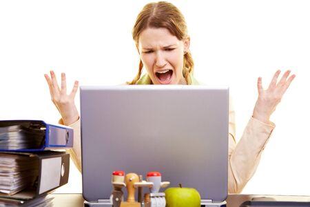 Destacó la empresaria Gritando ruidosamente en su equipo portátil  Foto de archivo