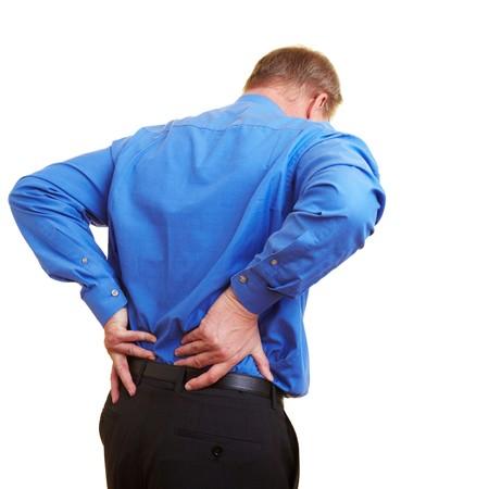 dolor de espalda: Empresario anciano sosteniendo su mano a su espalda adolorido  Foto de archivo