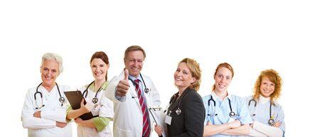 staff medico: Felice medico e il suo staff medico sorridente