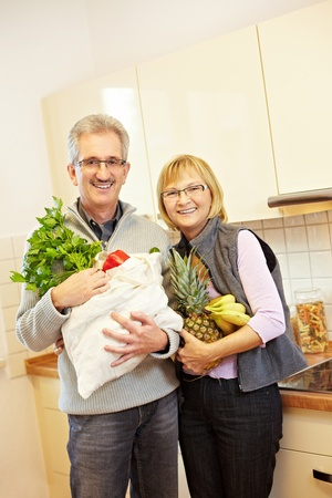 Senior couple buying fresh fruits and vegetables Stock Photo - 8903578
