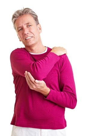 pangs: Uomo anziano con dolore alla schiena, tenendo la sua spalla dolorante