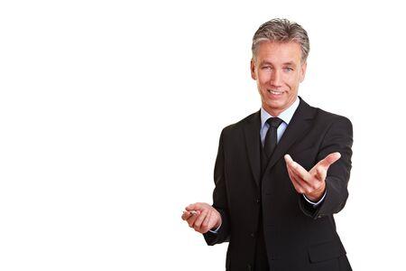 Feliz directivo sosteniendo una charla de ventas