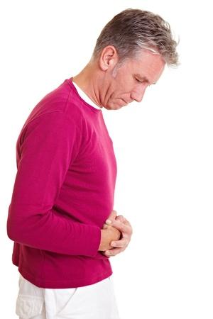 pangs: Uomo con bellyache tenendo il suo stomaco dolorante Archivio Fotografico