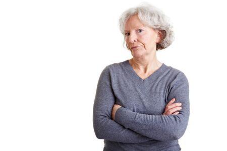 Ehemaliger Frau stehend mit ihren Armen überschritten