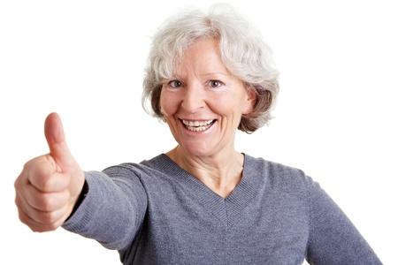 ancianos felices: Feliz anciana retrasando su pulgar