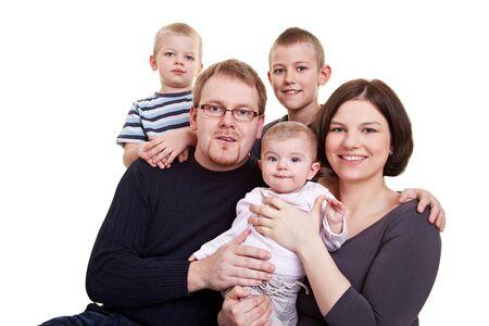 big five: Famiglia felice con padre e madre e tre figli, tra cui la bambina