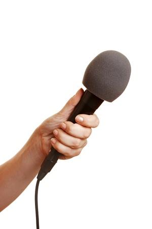 mics: Mano que sostiene un micr�fono con un parabrisas