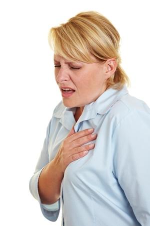dolor de pecho: Mujer de negocios sintiendo dolor de coraz�n y la celebraci�n de su pecho