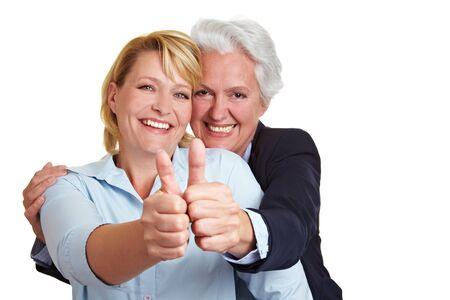 ambos: Mujer senior feliz celebraci�n tanto sus pulgares