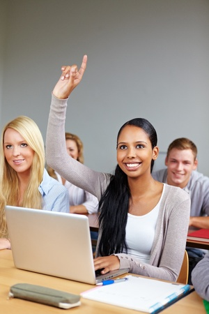 etudiant africain: �tudiant africain levant sa main � l'universit� de classe