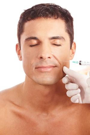 attractiveness: Hombre atractivo recibiendo tratamiento para las arrugas con una jeringa