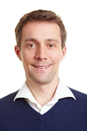 foto carnet: Retrato frontal de un hombre de negocios sonriente