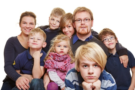 Huge family portrait with parents and six kids