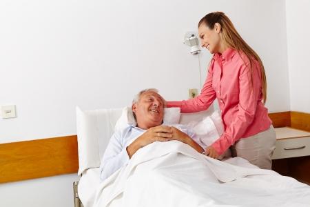 visitador medico: Hospital de la visita de la hija mayor de la familia para enfermos