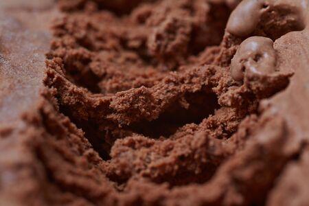 helado de chocolate: Primer plano de la textura de la superficie de helado casero de chocolate