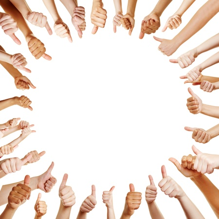 La gente en un círculo tomados de los pulgares para arriba para la enhorabuena en equipo Foto de archivo - 21535698