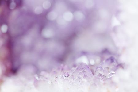 Abstrakt lila Amethyst Hintergrund mit Kopie Raum Standard-Bild