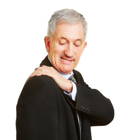 convulsion: Hombre mayor que tiene dolor en el hombro y la celebraci�n de su dolor de espalda