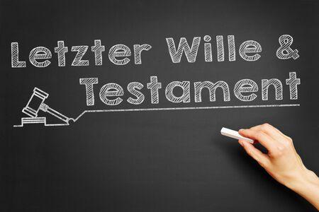 """testament schreiben: Hand schreibt auf Deutsch """"Letzter Wille und Testament"""" (Last wird Testament &) auf Tafel Lizenzfreie Bilder"""