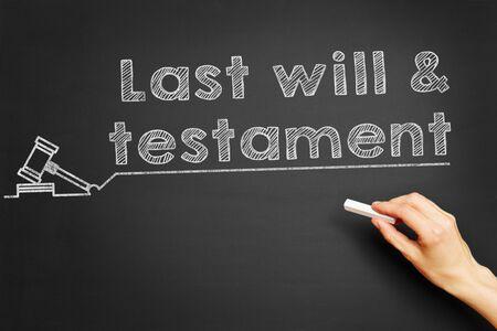 """testament schreiben: Hand schreibt """"Last wird testament &"""" auf Tafel Lizenzfreie Bilder"""