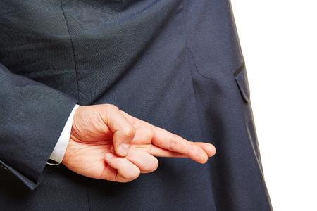 desconfianza: Dedos de la mano de un hombre de negocios cruzados detrás de su espalda Foto de archivo