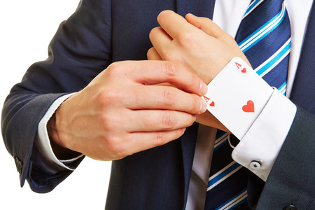 Erfolgreiche Business-Mann mit einem Ass im Ärmel Standard-Bild - 42123945
