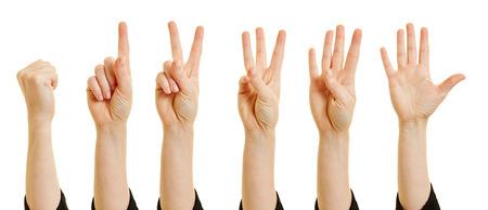 dedo indice: Mujer que muestra los n�meros del cero al cinco con los dedos Foto de archivo