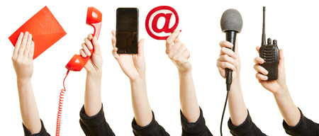 közlés: Sok kéz megjelenni a különböző kommunikációs módokat, mint a levélben, telefonon vagy interneten