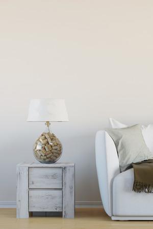 Innenleselampe mit Kork im Wohnzimmer neben Sofa Standard-Bild