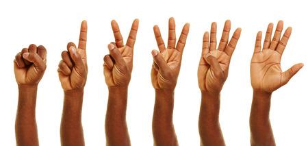 dedo meÑique: Mano de números que muestran los africanos de cero a cinco con los dedos