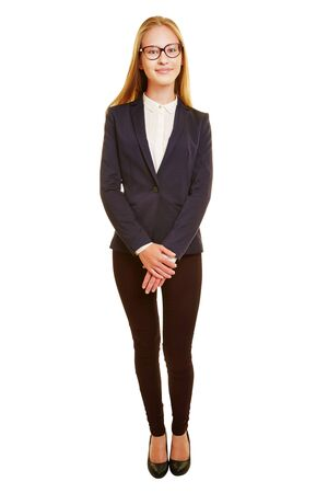 cuerpo entero: foto de cuerpo entero mujer de negocios joven en un juego en la vista frontal