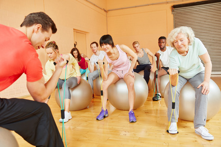 expanding: Group with active senior training with expanding band