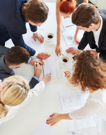 Strategieplanung Teamwork in Zusammenarbeit mit Start-up