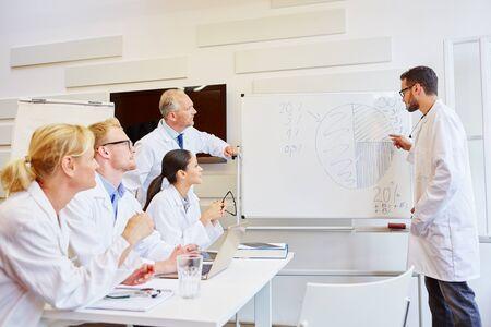 medical doctors: Doctors presenting results in medical seminar
