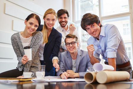 Succesvolle bedrijfsgroep in een start-up bedrijf Stockfoto