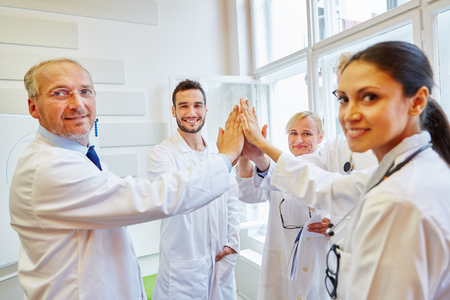 Team of doctors High Five as teamwork and motivation  Banque d'images