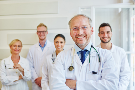 Senior as successful chief physician with his team Banque d'images
