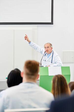 Senior as lecturer in medicine lecture at medical uni