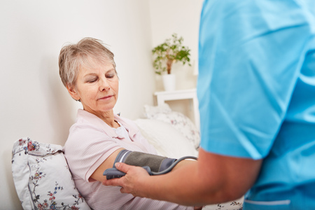 Blood pressure control of senior woman with hypertension Banque d'images