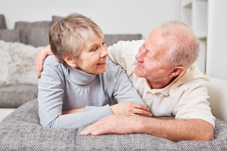 Happy senior couple in love looking at each other Banque d'images